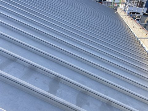 愛知県豊橋市某所 屋根塗装 省エネ施工 断熱塗料・遮熱塗料キクスイガイナ使用 下塗り 上塗り 冷暖房効果高効率化